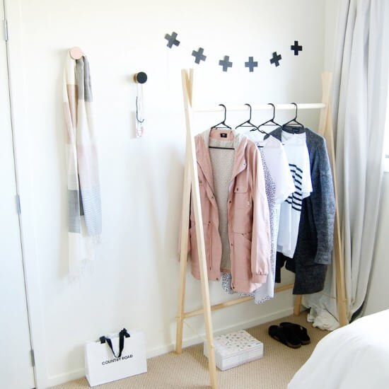 15-minute Wooden Clothes Rack DIY Guide