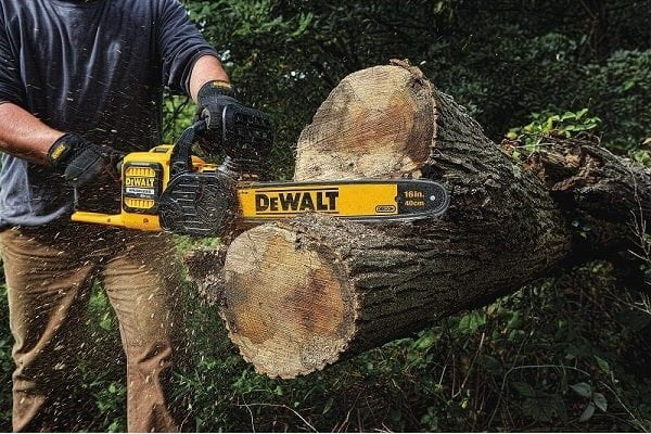 How to Buy a Battery-Powered Chainsaw