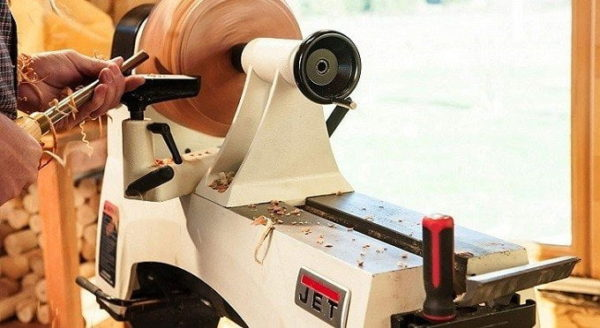 7 Best Small Wood Lathes – Reviews & Buying Guide